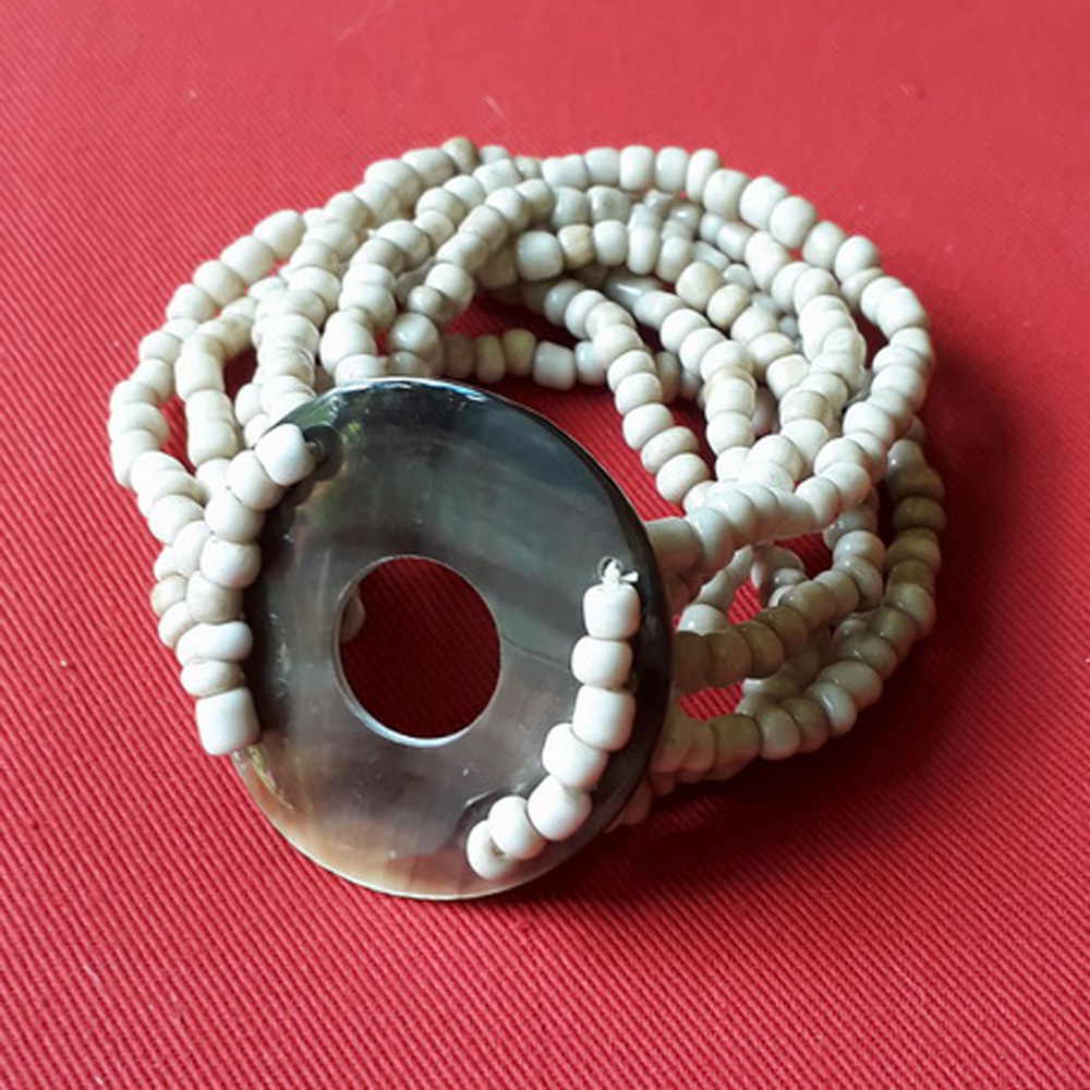 Bali Elastic shell bracelet with beads